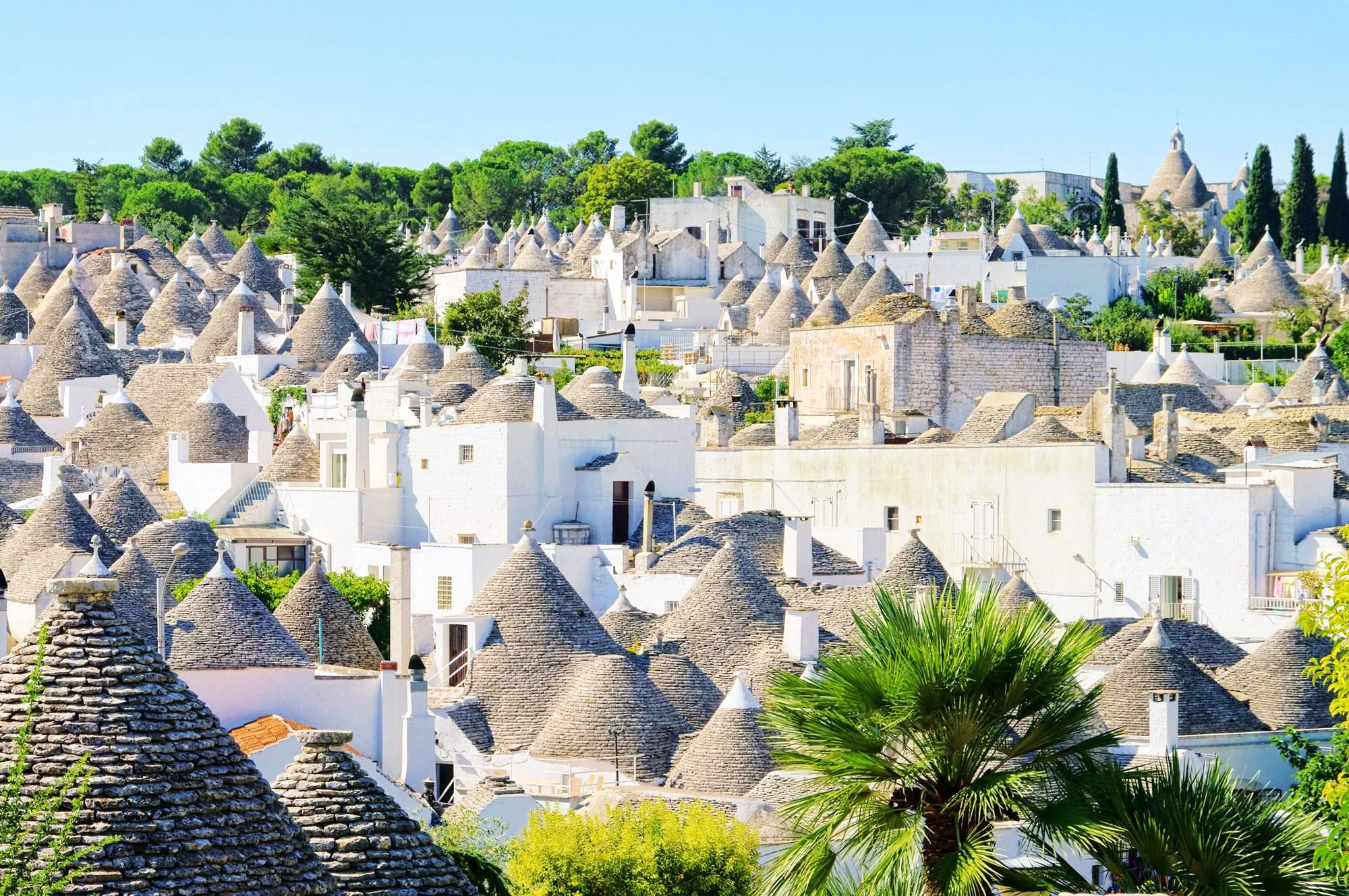 Alberobello-trulli-puglia-italy-travel-destination