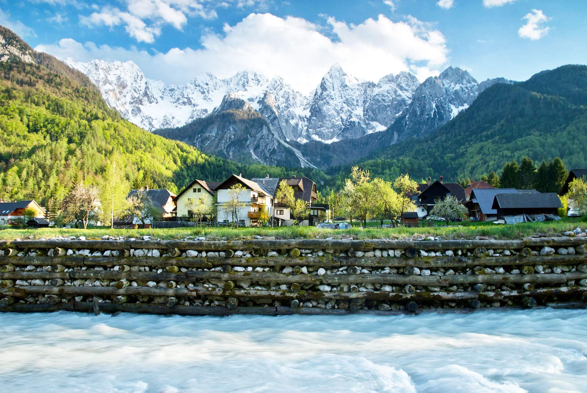 Kranjska-Gora-slovenia-hiking-trail-village-town