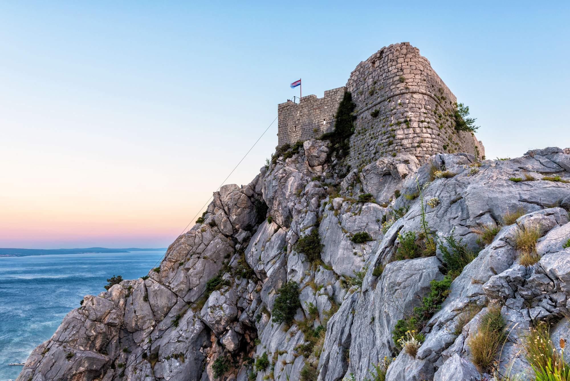Omiška-Dinara-mountain-travel-hiking-fortress