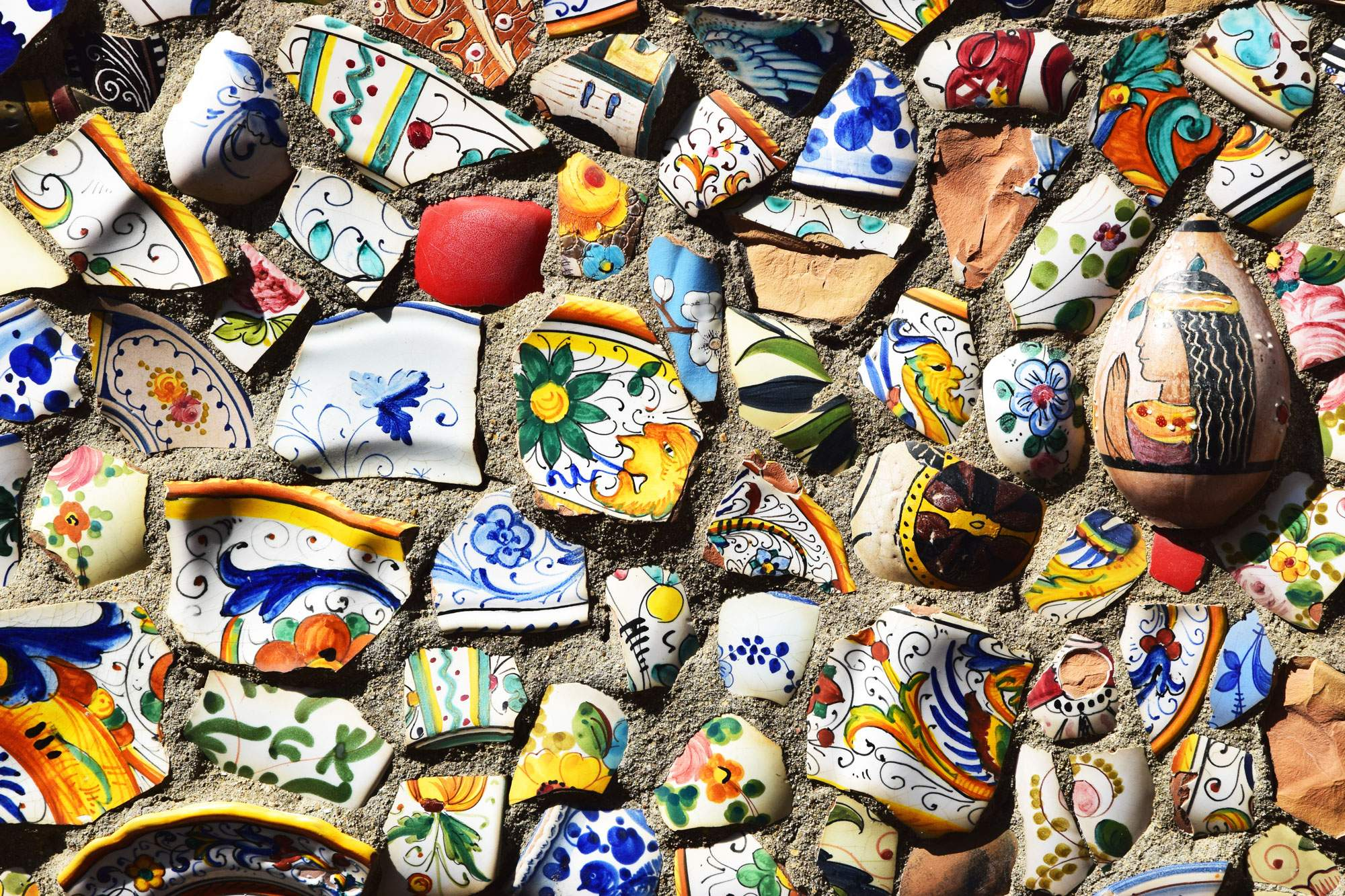 Amalfi Ceramics: Unearthing the Marvelous Maiolica