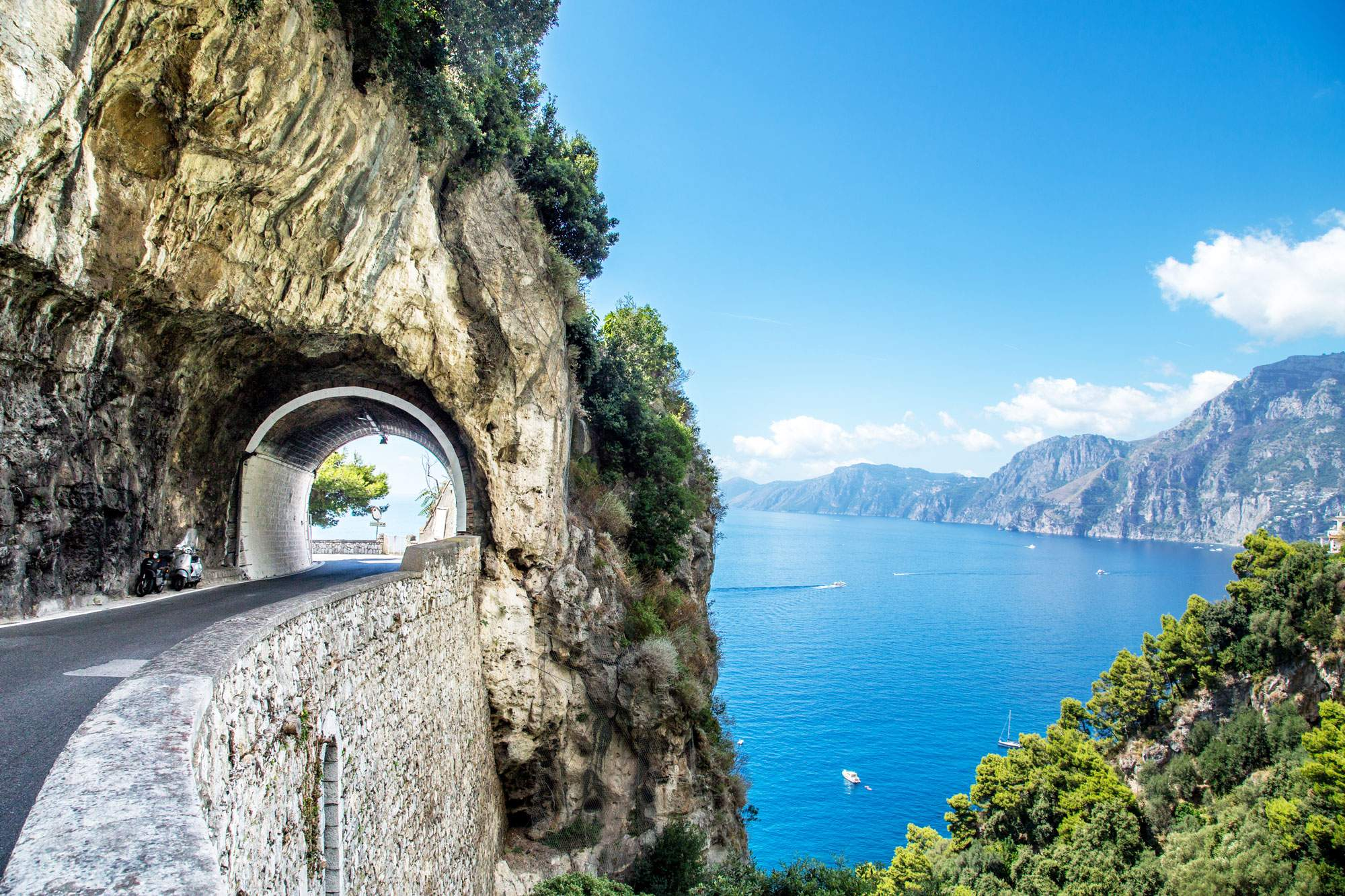 amalfi-coast-roadtrip-driving-tunnel-seaside