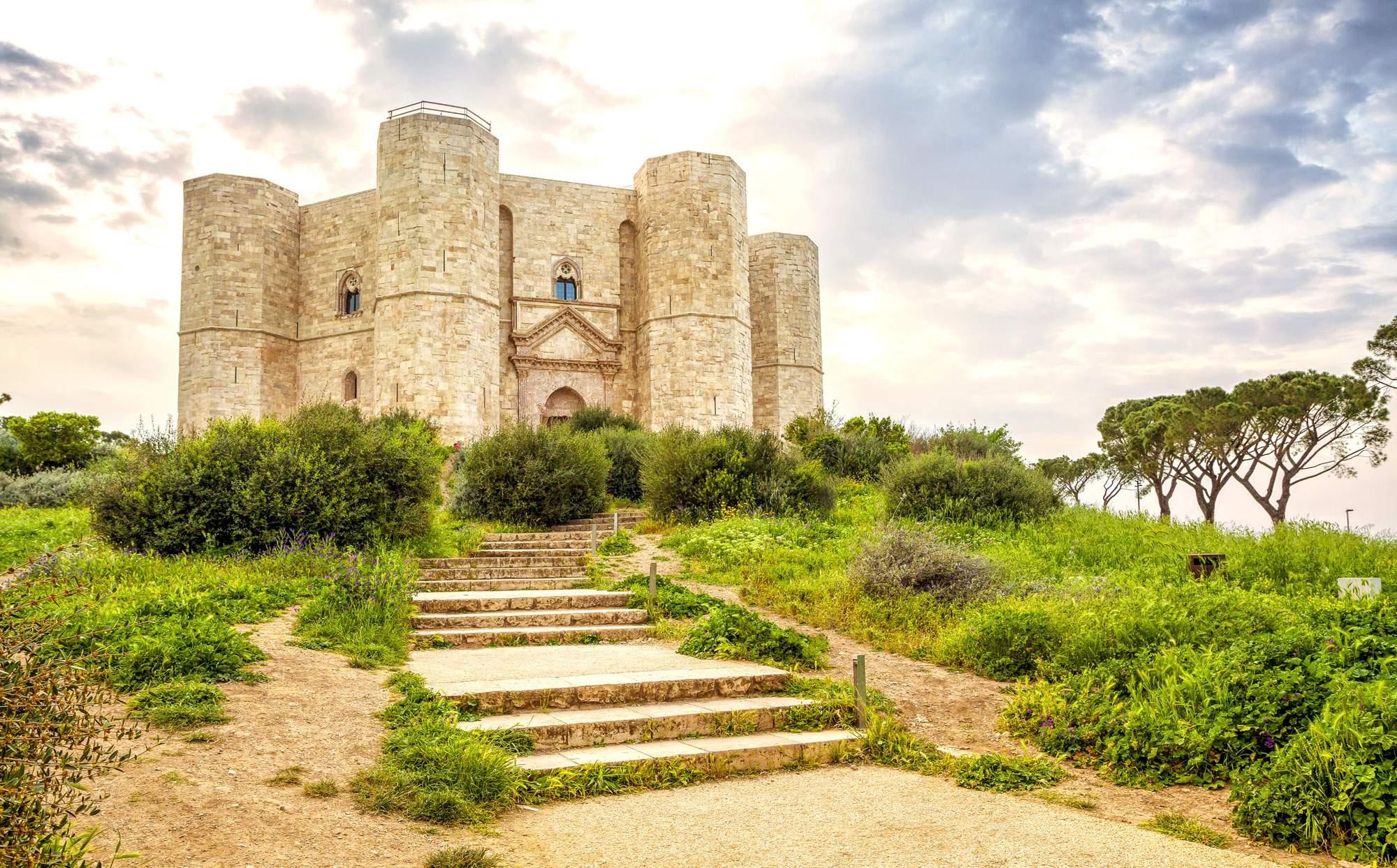 castel-delmonte-puglia-italy-castle-travel