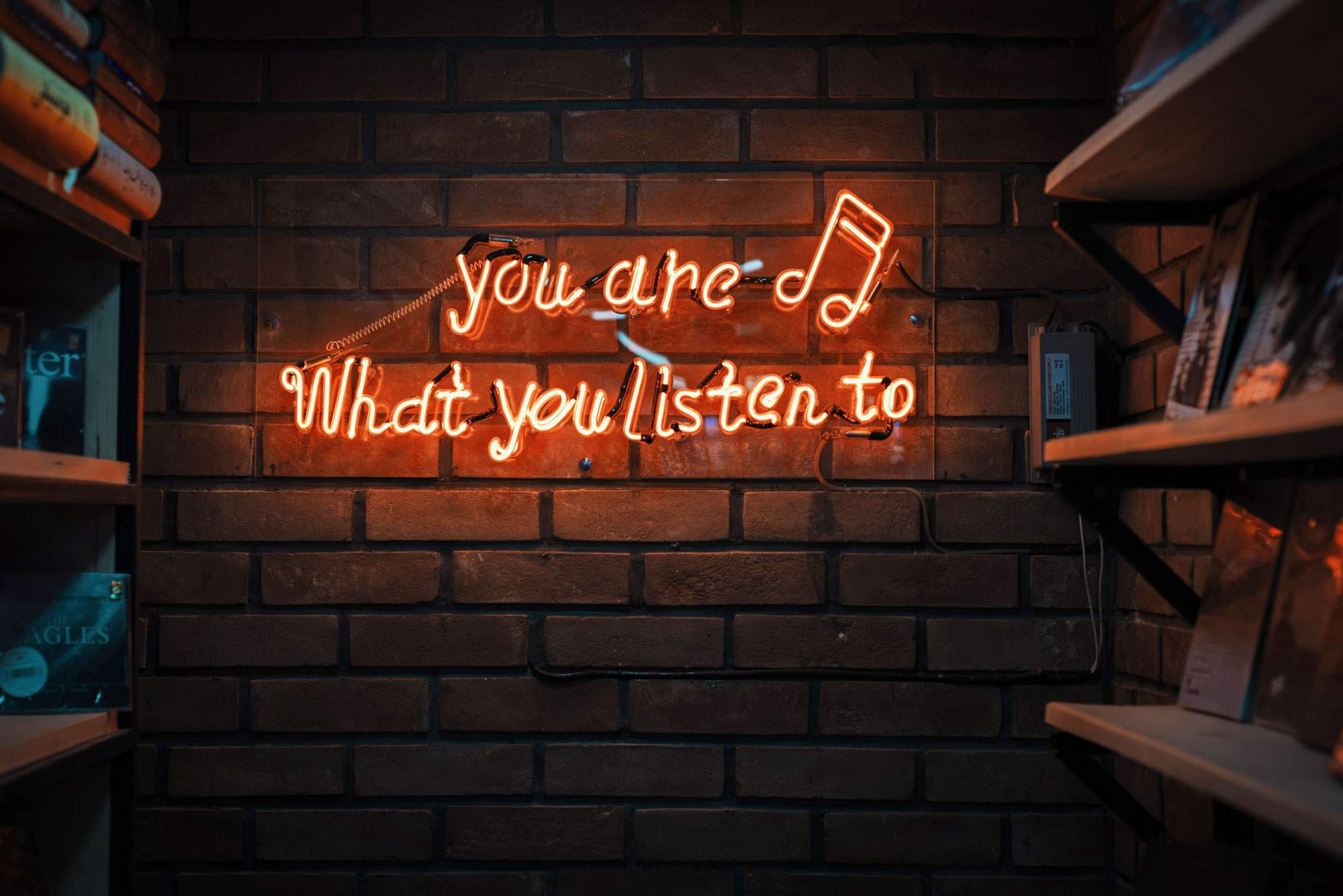 music-podcasts-audiobooks-road-trip