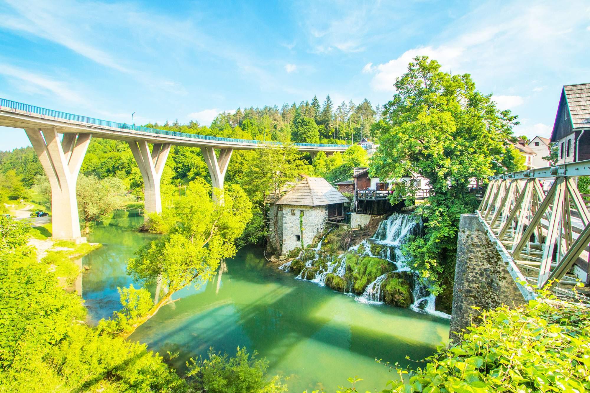 rastoke-croatia-bridge-village-town