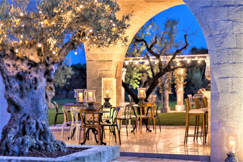 la-residenza-puglia-italy-outdoor-dining-night