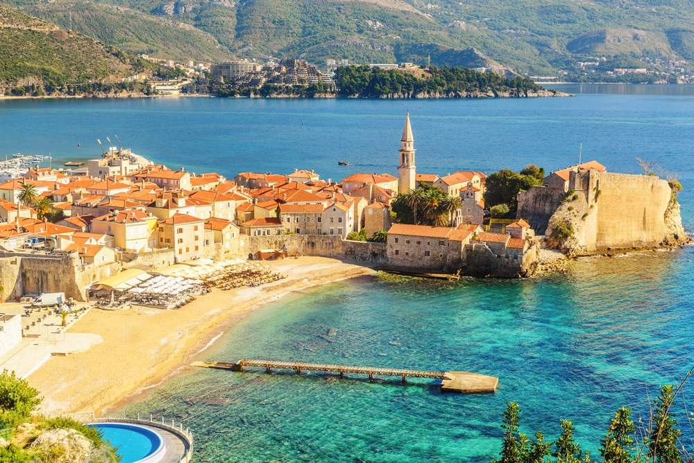 montenegro-road-trip-budva-old-town