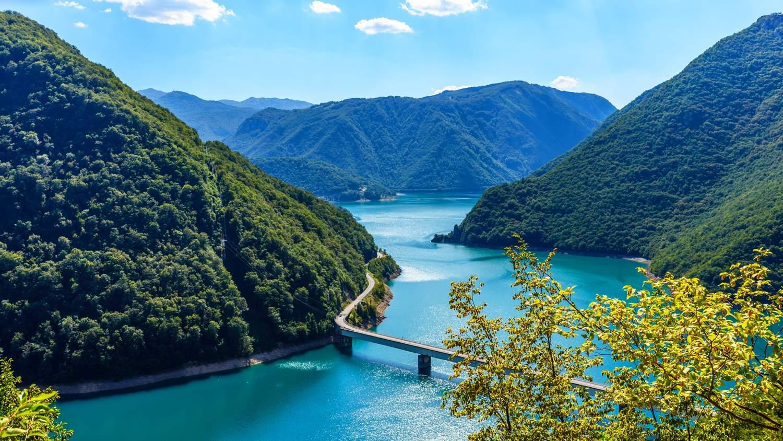 montenegro-road-trip-pluzine