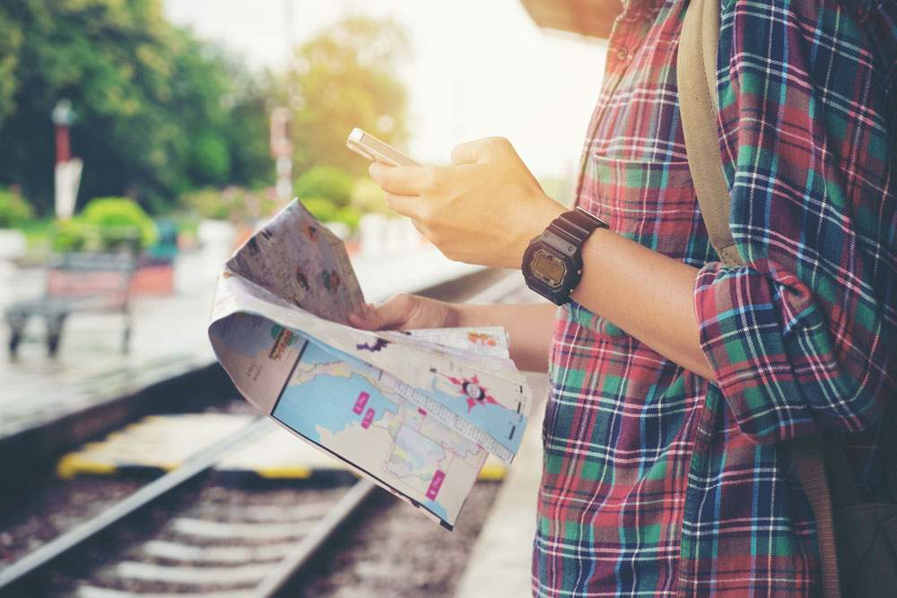 travel-solo-map-train-watch-backpack