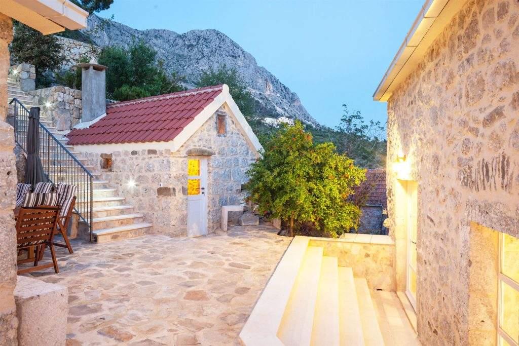 villa-ena-croatia-outdoor-alfresco-dining-house