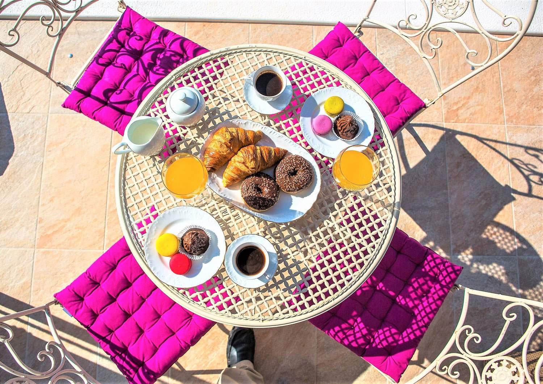 villa-eni-croatia-outdoor-alfresco-dining-table