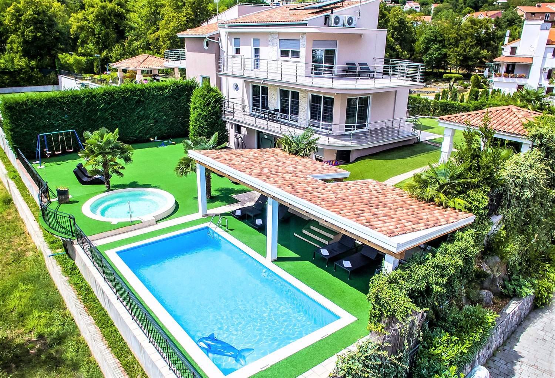 villa-lorena-opatija-croatia-dining-area-backyard-house