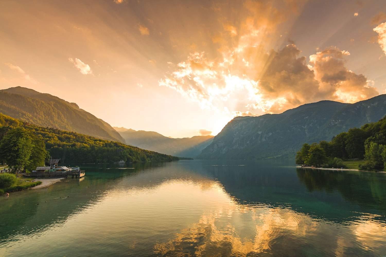 lake-bohinj-sunrise-slovenia-travel-tourism