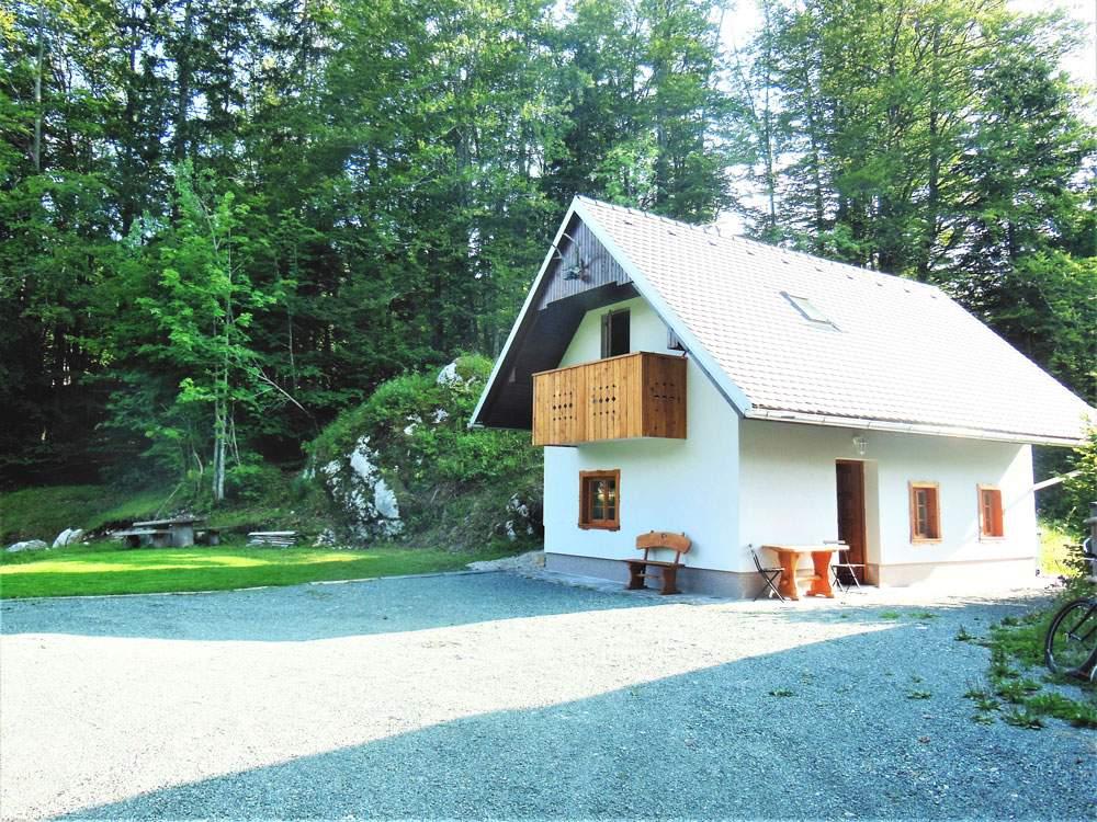 woodlands-cottage-bohinj-slovenia-the-stella-vacation-home-rentals-travel