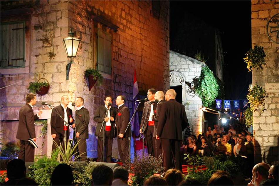 omis-acapella-singing-festival