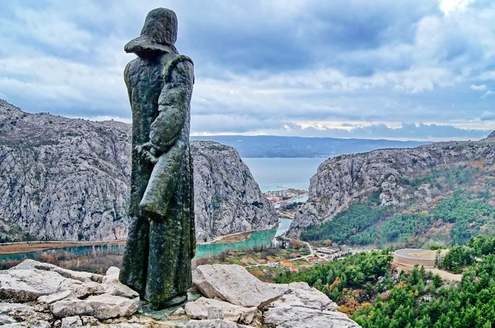 Mila-Gojsalića-Statue-Ivan-Meštrović