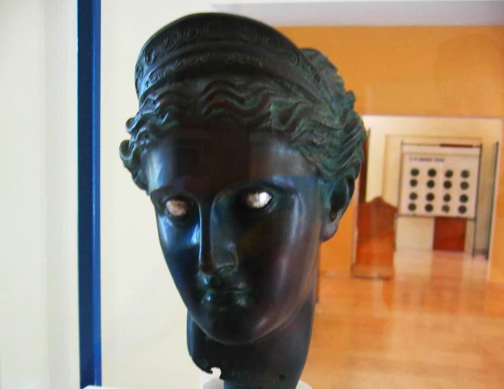 artemis-issa-museum-vis