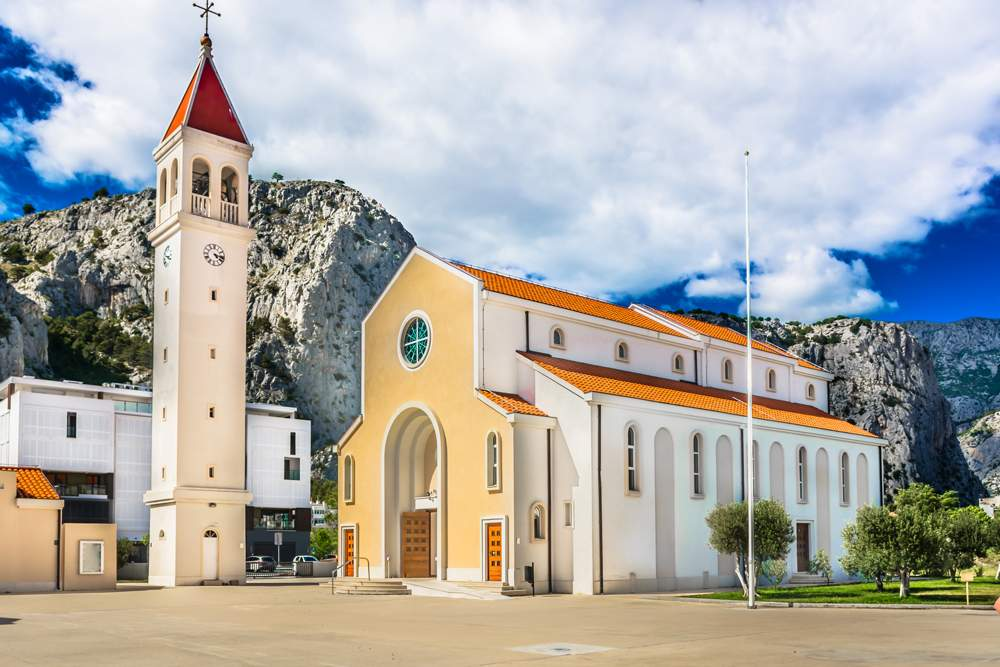 st-michaels-square-omis