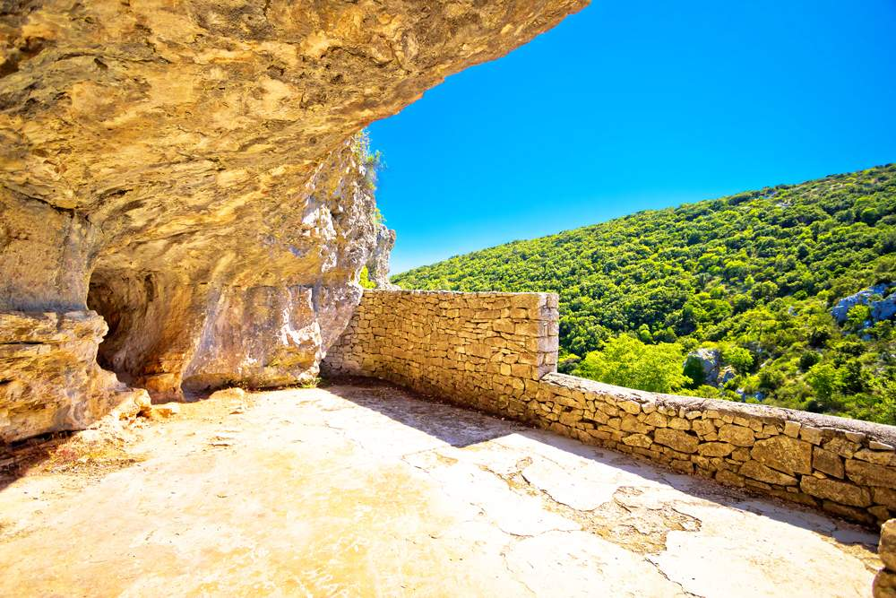 titos-cave-vis-island-ww2